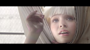 Sia_chandelier_still_9Use 1